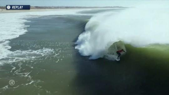 Adrian Buchan tenta dar o troco mas ganha apenas 8.50 no Mundial de Surf em Portugal