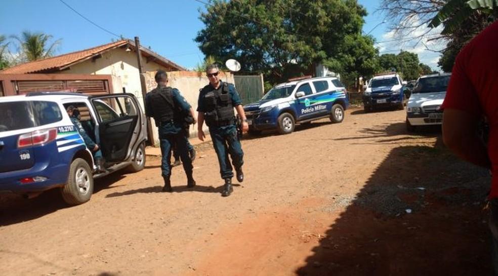 Equipe pulou muro e salvou criança após pedido de socorro, diz polícia (Foto: Polícia Militar/Divulgação)