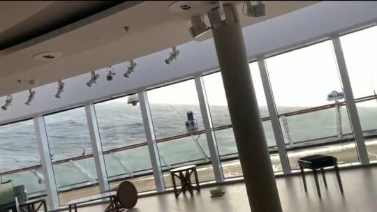 Navio que ficou à deriva na Noruega chega a porto; câmera registrou desespero de passageiros