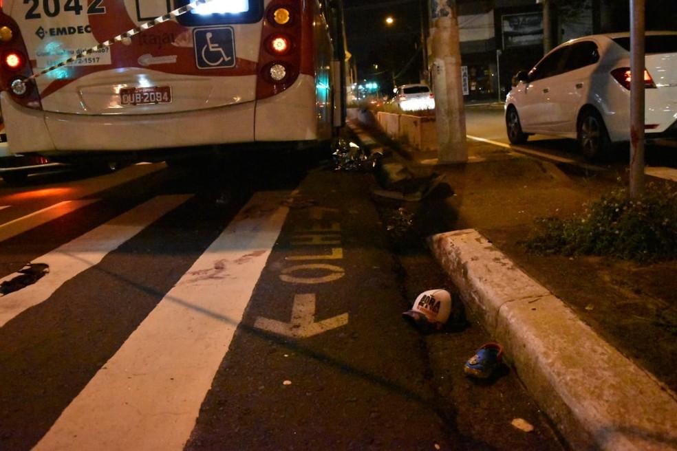 Criança morreu na hora depois de ser atropelada por ônibus em Campinas (SP) na noite desta quinta-feira (6) — Foto: Fernando Evans/G1