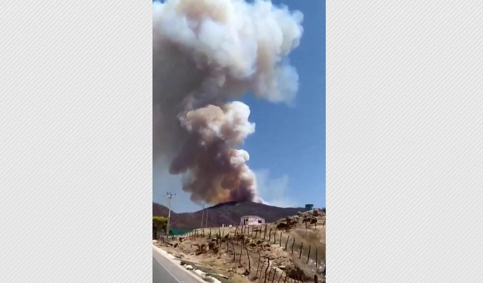 Fogo está totalmente descontrolado, segundo bombeiros, em Mãe D'Água, na Paraíba — Foto: Corpo de Bombeiros/Divulgação
