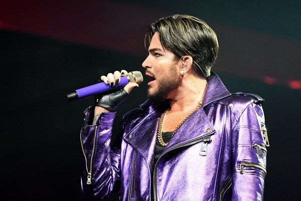 O cantor Adam Lambert no show do Queen (Foto: Getty Images)