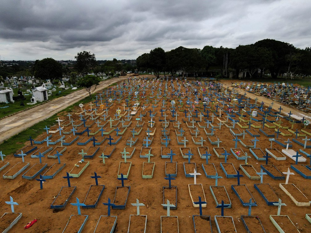 Pandemia de Covid - Cemitério de Manaus em 25 de fevereiro de 2020 — Foto: REUTERS/Bruno Kelly/File Photo