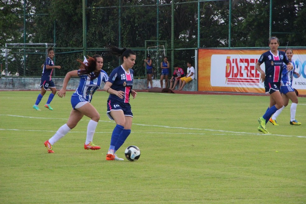 Thaisa é outra jogadora da seleção brasileira que apostou no futebol em Manaus e assinou com o 3B da Amazônia (Foto: Marcos Dantas)