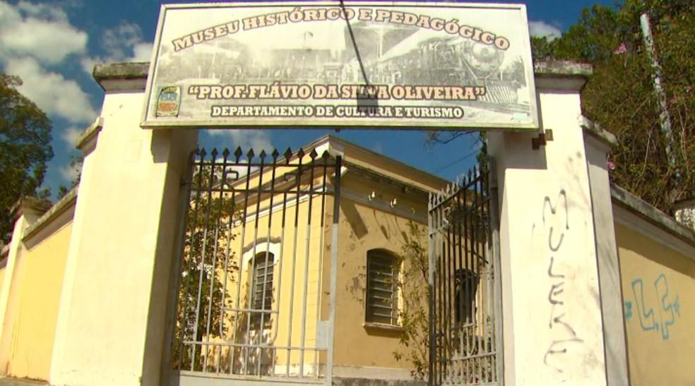 Museu Histórico e Pedagógico de Porto Ferreira realiza exposição (Foto: Wilson Aiello/EPTV)