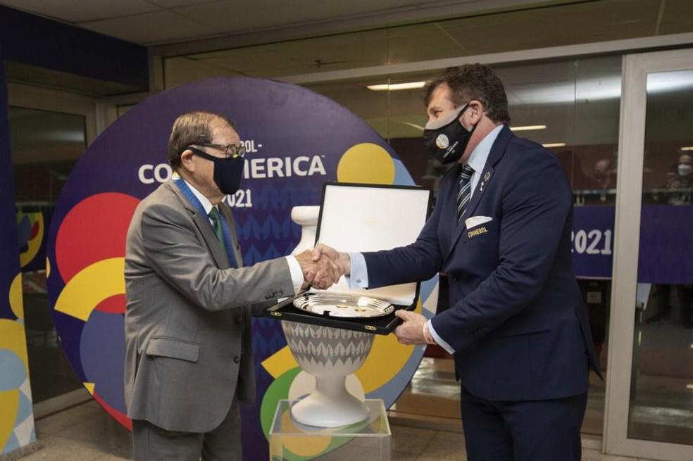 Coronel Nunes (à esquerda) é o presidente interino da CBF — Foto: Divulgação