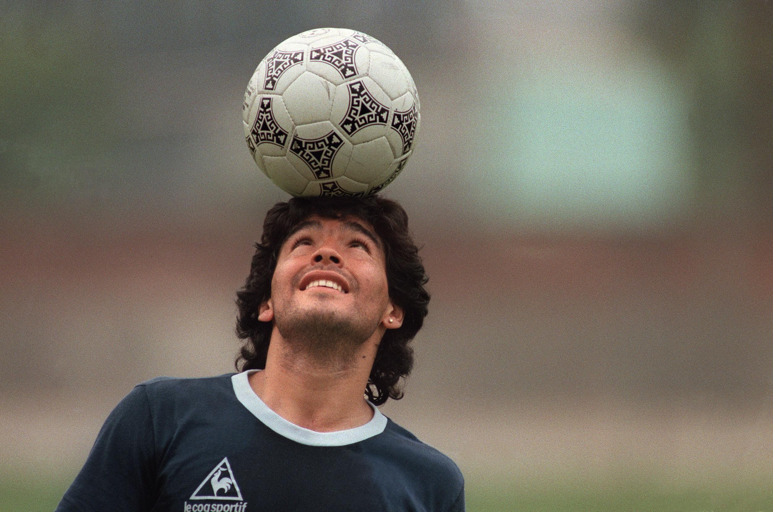 Homenagens a Maradona tomam a internet; veja