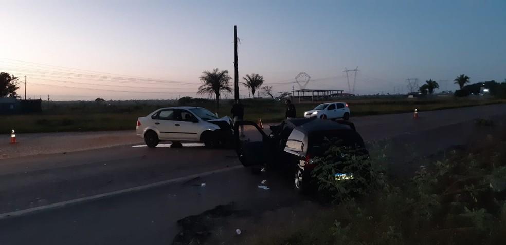 Colisão entre dois veículos de passeio deixou um morto na BR-135 em Bacabeira — Foto: Divulgação/Polícia Rodoviária Federal