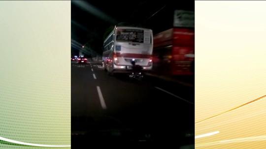 Em Campo Grande, um cadeirante foi flagrado pegando carona em um ônibus