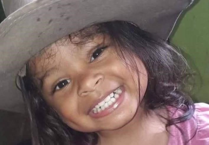 Menina de 2 anos que estava em UTI por síndrome rara pós-Covid recebe alta: 'Vencemos uma batalha'