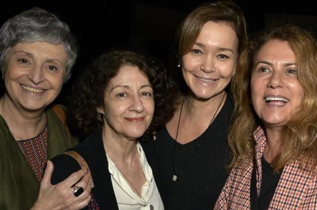 No ar em 'Espelho da vida', Ana Lúcia Torre, Andrea Dantas, Julia Lemmertz e Patricya Travassos assistiram à peça 'O inoportuno' (Foto: Cristina Granato)