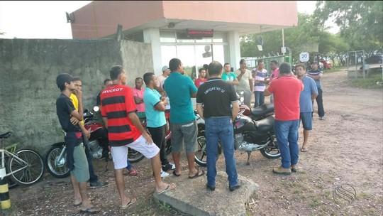 Ex-funcionários de fábrica de cerâmica fazem protesto em Nossa Senhora do Socorro