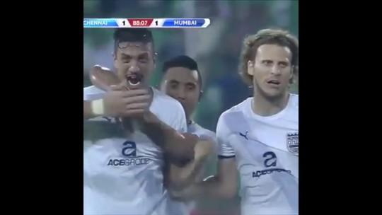 Artilheiro do Paulista-14 faz dupla com Forlán e vê futebol em alta na Índia