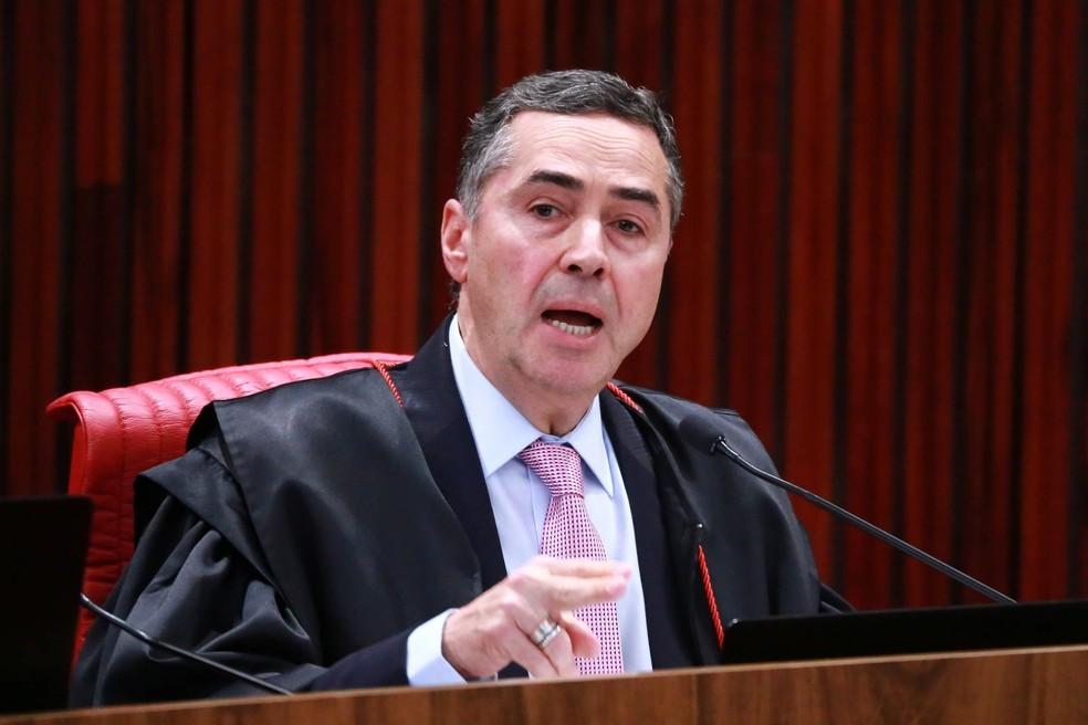 O ministro Luís Roberto Barroso durante sessão do TSE que rejetou concessão do registro de Lula como candidato a presidente (Foto: Fátima Meira/Futura Press/Estadão Conteúdo)