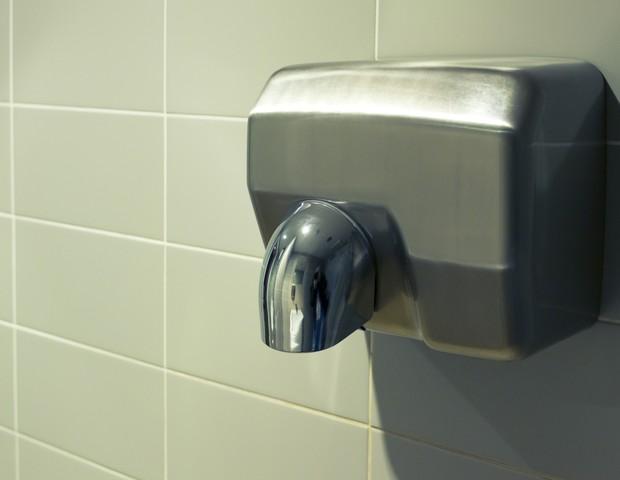 Secadores de mãos disseminam mais bactérias (Foto: ThinkStock)