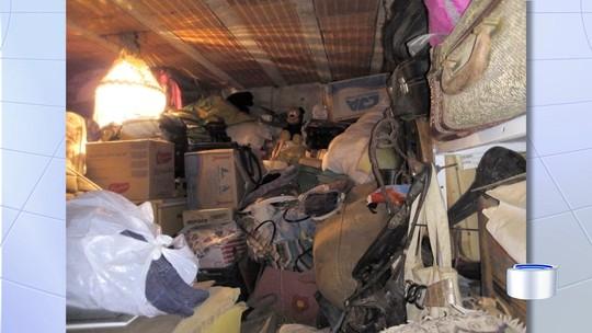 Mais de 11 toneladas de lixo são retiradas de casa no São Gonçalo em Taubaté