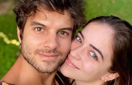 Os atores Anna Rita Cerqueira e Daniel Blanco revelaram o namoro em abril Reprodução
