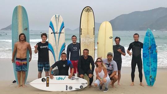 'Verão 90': elenco aprende a surfar em preparação para próxima novela das 7; assista ao vídeo!