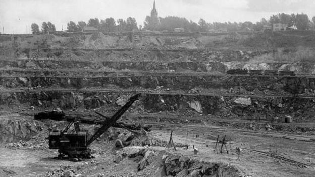 No auge, a mina Jeffrey fornecia cerca de metade da demanda mundial do polêmico mineral (Foto: HARRY ROWED / WIKIPEDIA COMMONS via BBC News Brasil)