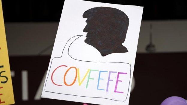O presidente Trump escreveu 'covfefe' em um tuíte (Foto: Getty Images via BBC News Brasil)