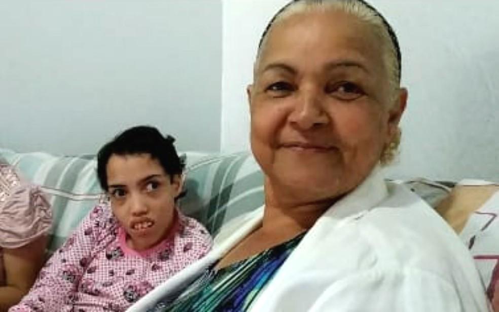 Linda Mar Miranda, moradora de Taguatinga, no DF, é mãe de quadrigêmeos com deficiência cerebral — Foto: Luiza Garonce/G1