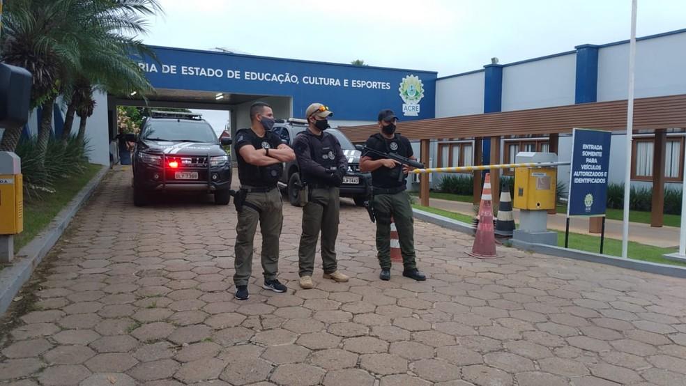 Operação Pratos Limpos cumpriu mandados na Secretaria de Educação — Foto: Lidson Almeida/ Rede Amazônica