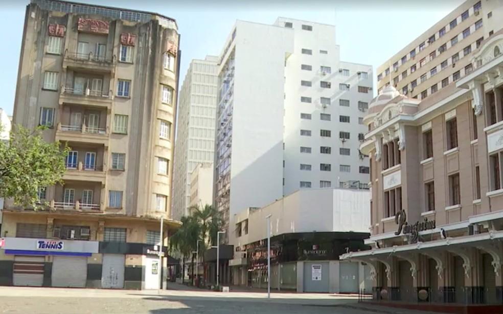 Comércio e restaurantes no Calçadão de Ribeirão Preto ficarão fechados — Foto: Alexandre Sá/EPTV