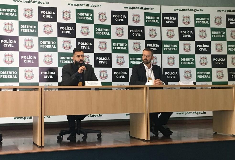 Os delegados Marcelo Zago (esq) e Marcos Paulo Loures, da Corregedoria da Polícia Civil (Foto: Gabriel Luiz/G1)