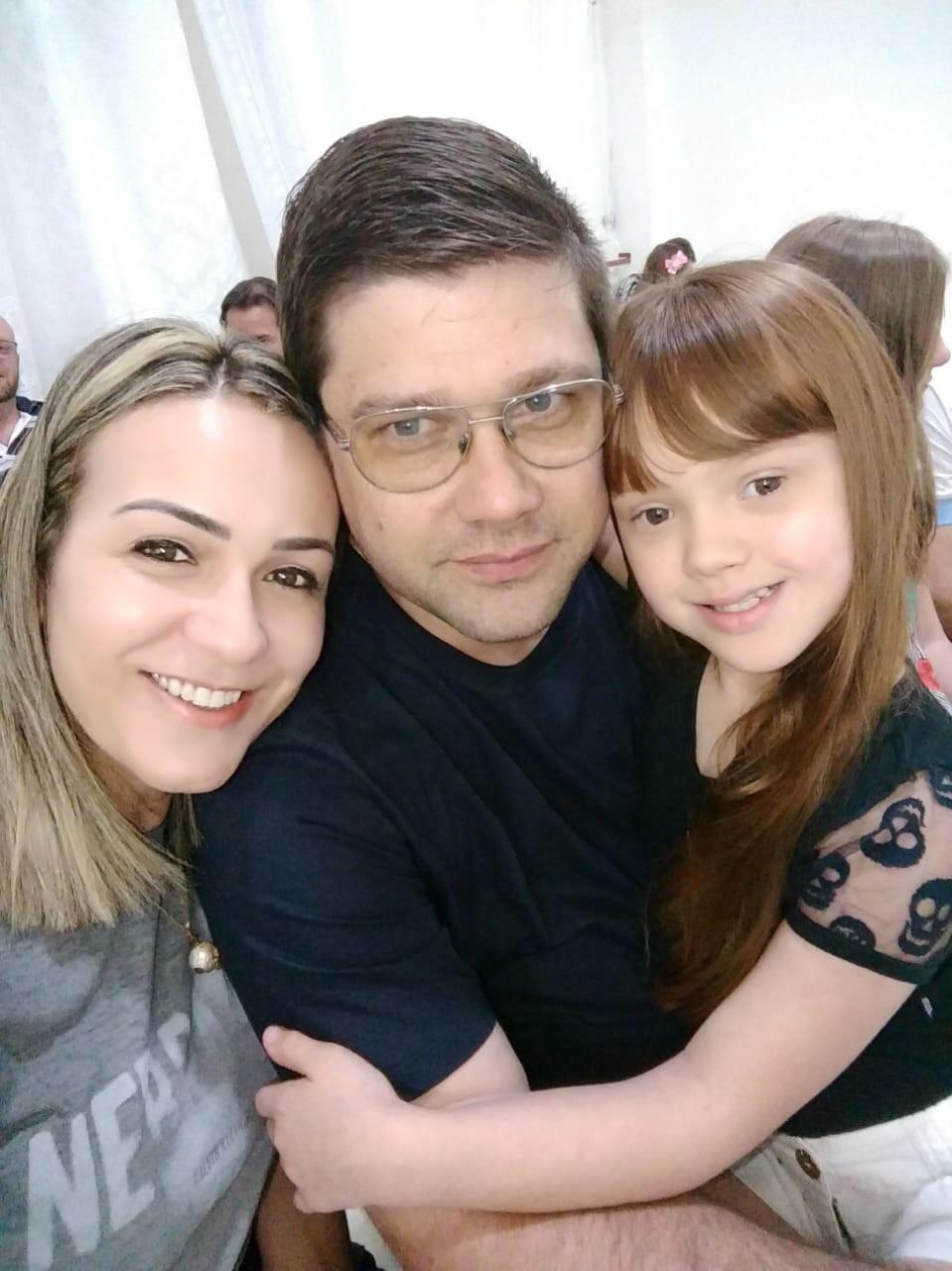 Maria Eduarda e os pais Daniela e Carlos Eduardo (Foto: Arquivo pessoal)