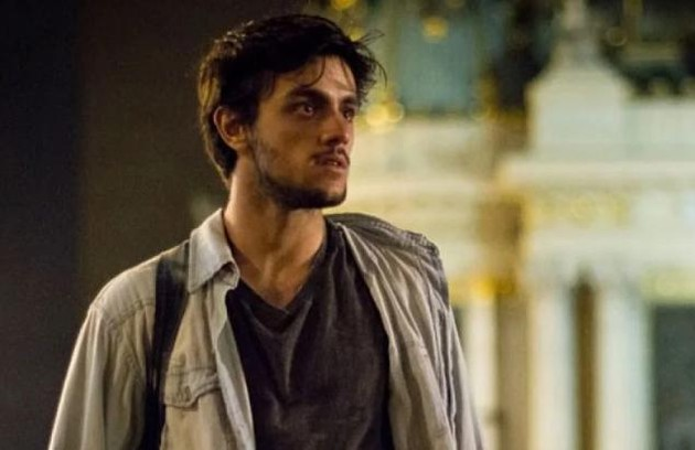 Na quinta-feira (23),Jonatas(Felipe Simas) revela a Eliza que Dino está no Rio de Janeiro (Foto: TV Globo)