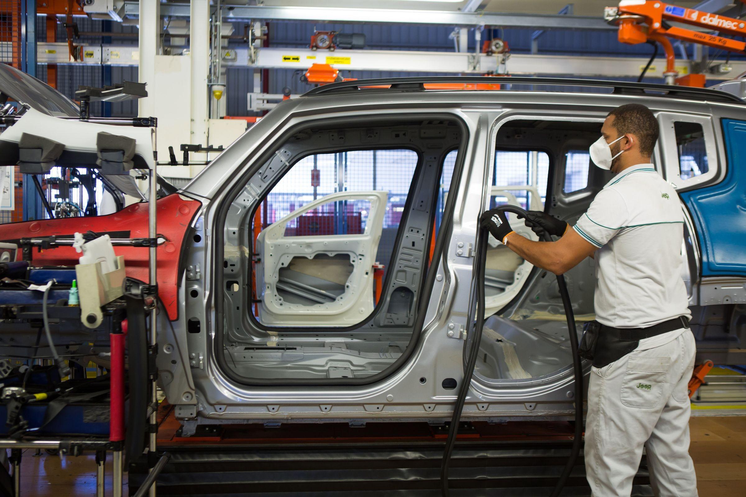 Vendas e produção de veículos disparam ante abril de 2020, aponta Anfavea