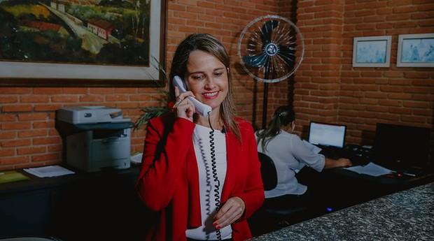 Raquel Polkovojs saiu do emprego na área da saúde e hoje gerencia o hotel da família (Foto: Agência Sebrae de Notícias)