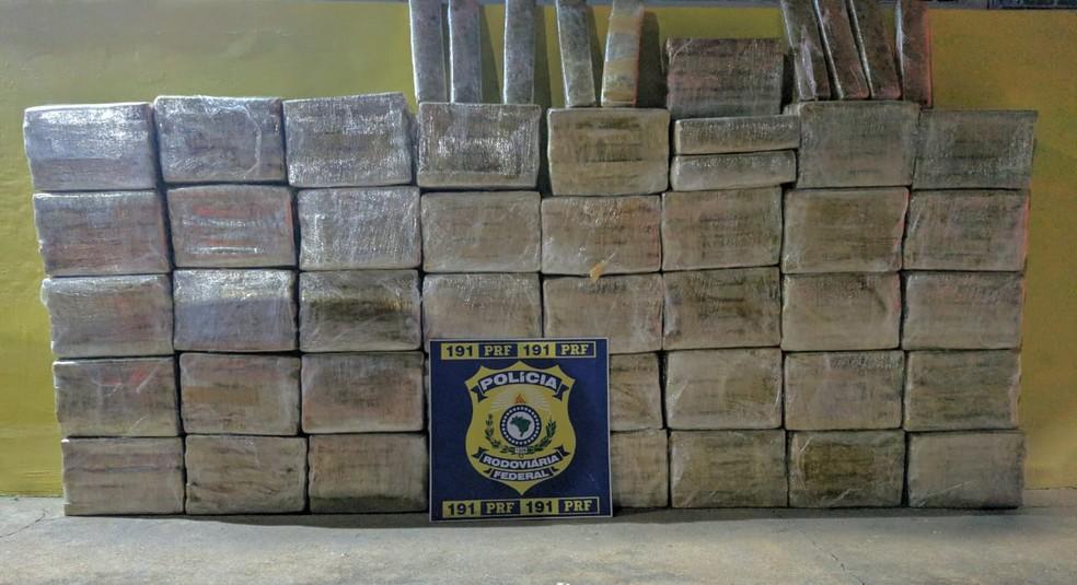 430 quilos de maconha são apreendidos na Zona da Mata mineira — Foto: Polícia Rodoviária Federal/Divulgação
