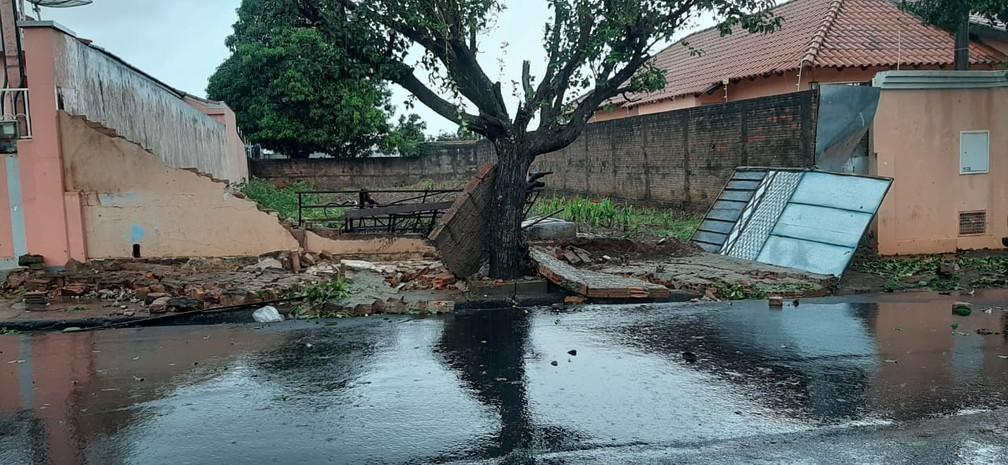 Estragos foram registrados em várias regiões de Bandeirantes — Foto: Adenilson Fernandes/Rádio Yara