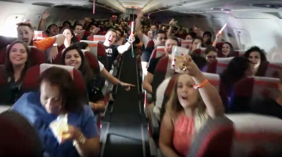 Avião fretado da Juca Na Balada é open bar (Foto: Divulgação)