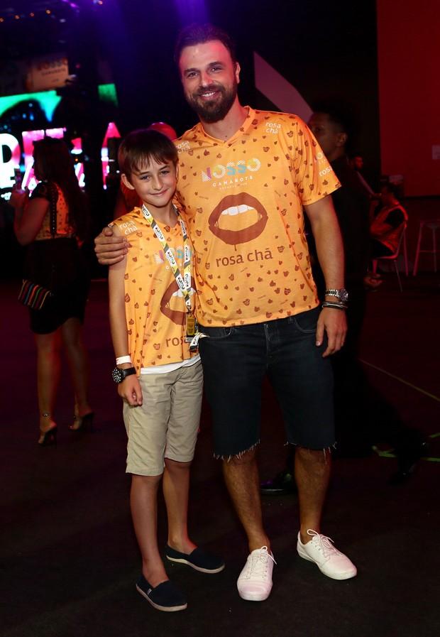 Cássio Reis e o filho, Noah (Foto: Iwi Onodera/Brazil News)