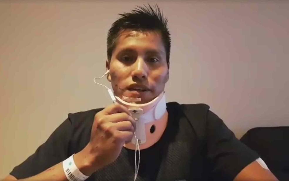 Erwin Tumiri, sobrevivente boliviano, em foto tirada pouco depois do acidente (Foto: Reprodução/Facebook/Aeropuerto Internacional José María Córdova)