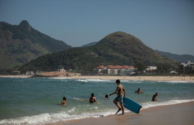 As cenas externas da casa de Gaspar (Nuno Leal Maia), um dos principais cenários da trama, foram gravadas na praia da Macumba, na zona oeste do Rio de Janeiro (Foto: Brenno Carvalho)