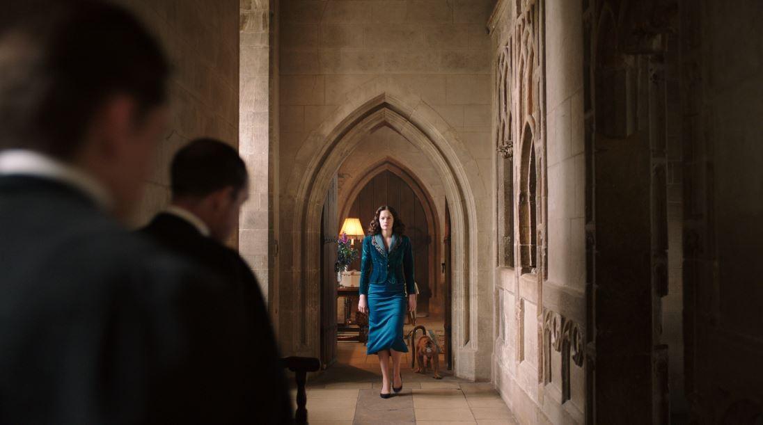 Ruth Wilson interpreta a Sra. Coulter na série da HBO (Foto: Divulgação/ HBO )