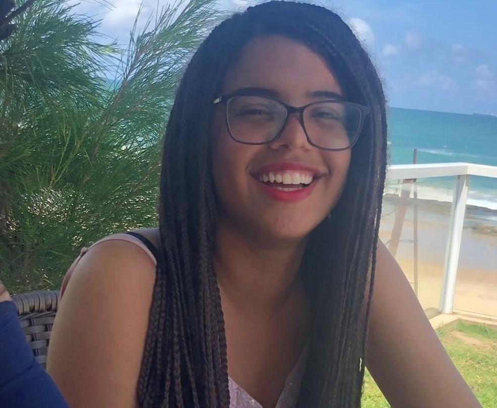 Alana Sá Barreto, de 17 anos, estava desaparecida desde o domingo (18) (Foto: Acervo pessoal)