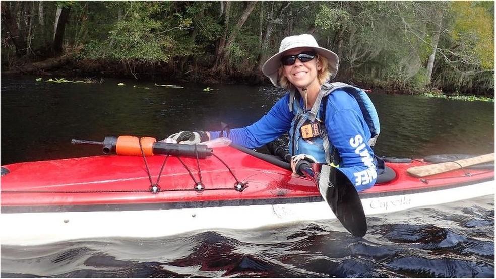 Direito de imagemARQUIVO PESSOAL Image caption Judy Perkins recebera o prognóstico de que viveria apenas três meses, mas tratamento experimental lhe permitiu não apenas sobrerviver, mas viajar e praticar canoagem (Foto: Arquivo Pessoal)