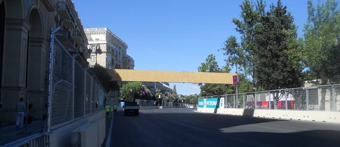 Curva 17, na realidade uma reta para os carros de F1, a primeira da grande reta. Circuito de Baku, Azerbaijão Fórmula 1 (Foto: Livio Oricchio)