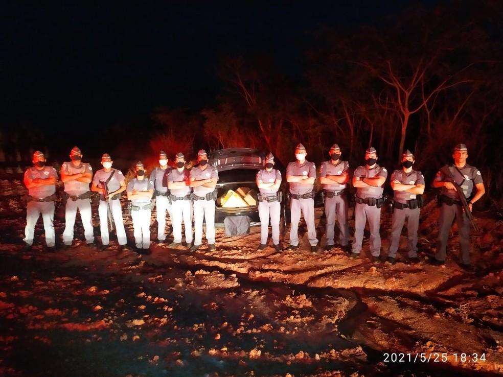 Fiscalização localizou 164 kg de maconha em veículo furtado — Foto: Polícia Militar