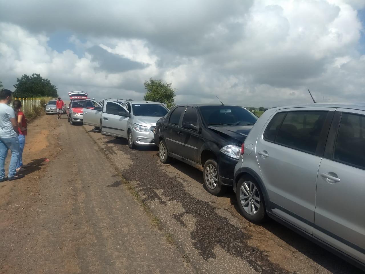 Quatro carros se envolvem em engavetamento em Arapiraca, AL - Notícias - Plantão Diário