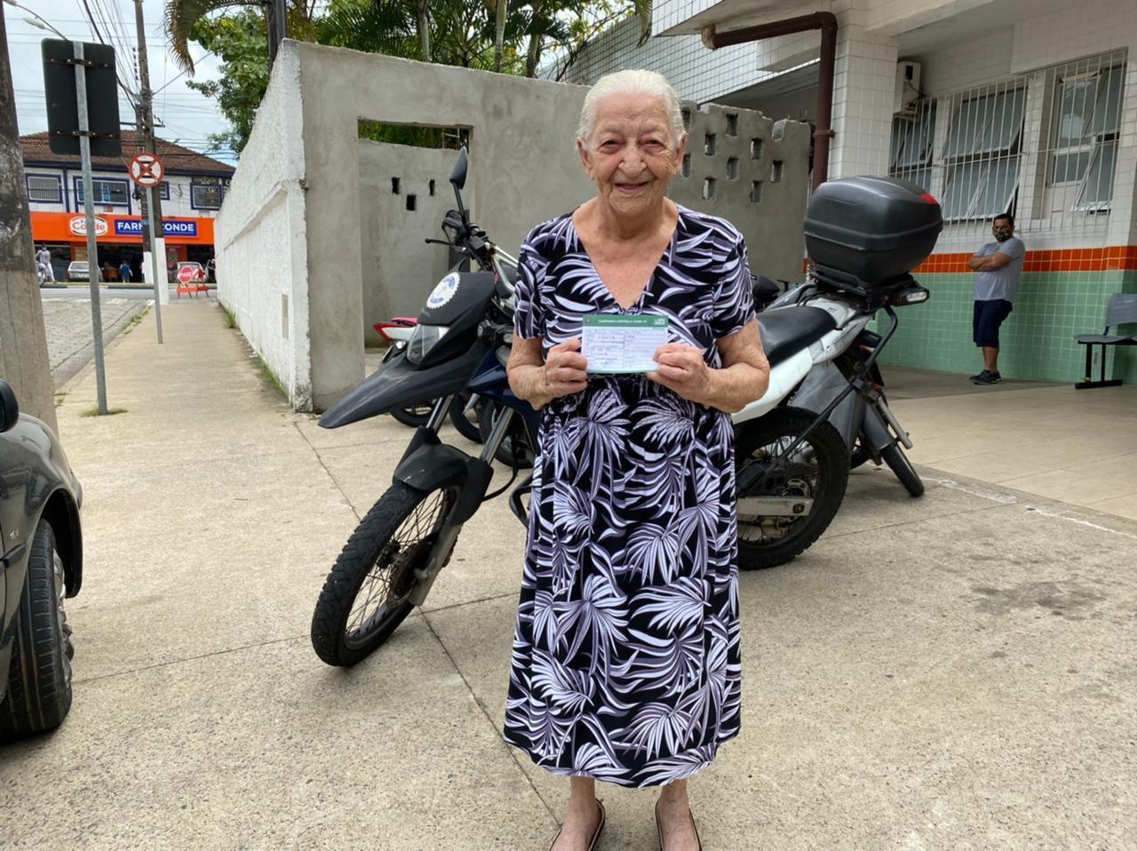 Idosa de 110 anos é vacinada contra a Covid-19 no litoral de SP: 'Quero viver ainda mais'