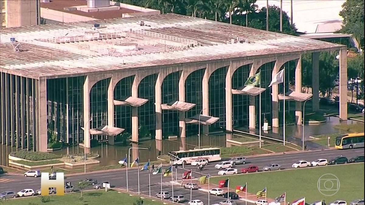 Ministério da Justiça monitorou 579 opositores do governo Bolsonaro, diz site – G1