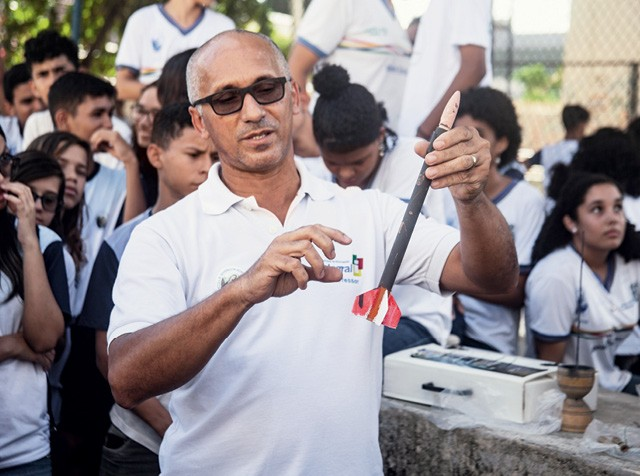 Professores como Wlademir Vasconcelos, de Olinda (PE), são avaliados regularmente e recebem bônus por desempenho (Foto: Eduardo Siqueira)