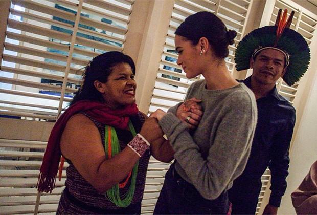 Bruna Marquezine com Sônia Guajajara (Foto: Instagram)