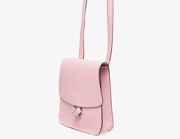 Bolsa Tiracolo Marcia | Feita com nailon emborrachado, é ideal para quem não precisa carregar muita coisa na bolsa | Da Soleah, por Mônica Salgado, R$196 (Foto: Divulgação)