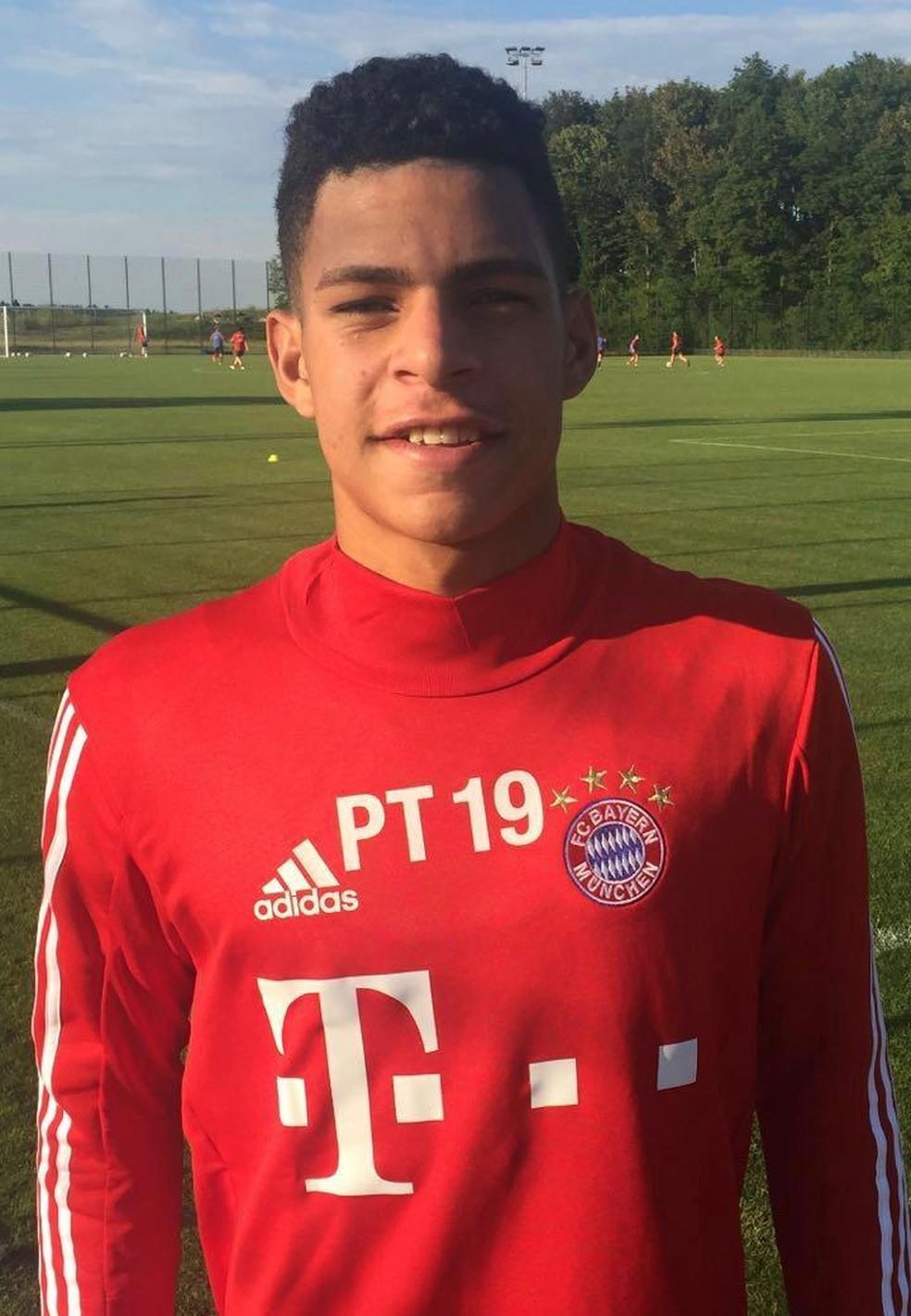 Atacante no CT do Bayern de Munique no ano passado durante período de teste — Foto: Arquivo Pessoal